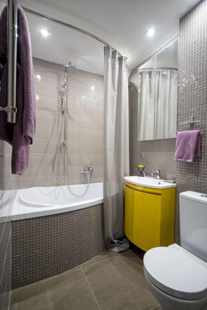 отделка потолка в ванной в квартире хрущевке