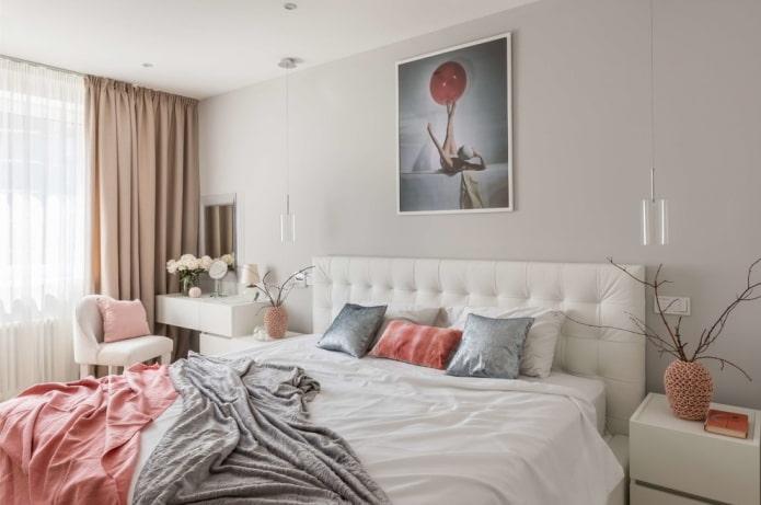 шторы и декор в спальной комнате в хрущевке