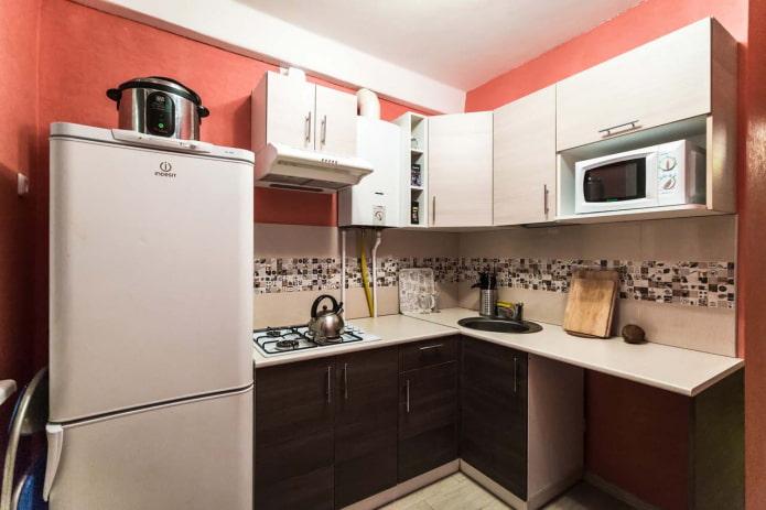 Кухня с плиточным фартуком