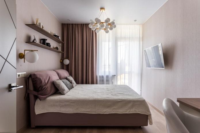 натяжной потолок с люстрой в спальной комнате