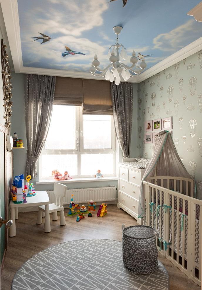 натяжной потолок с люстрой в детской