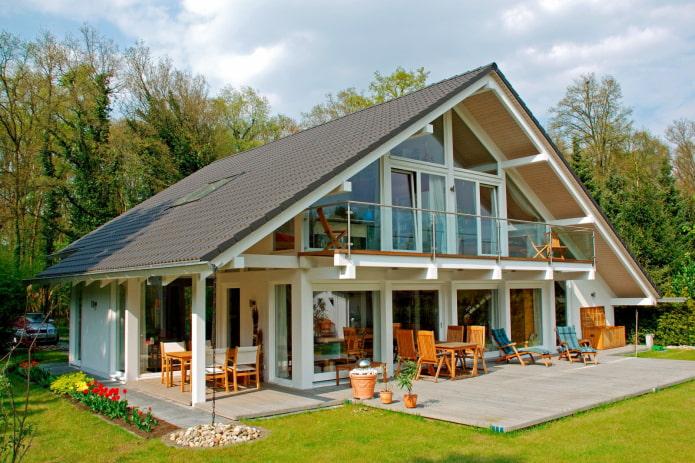 дом в стиле фахверк с террасой