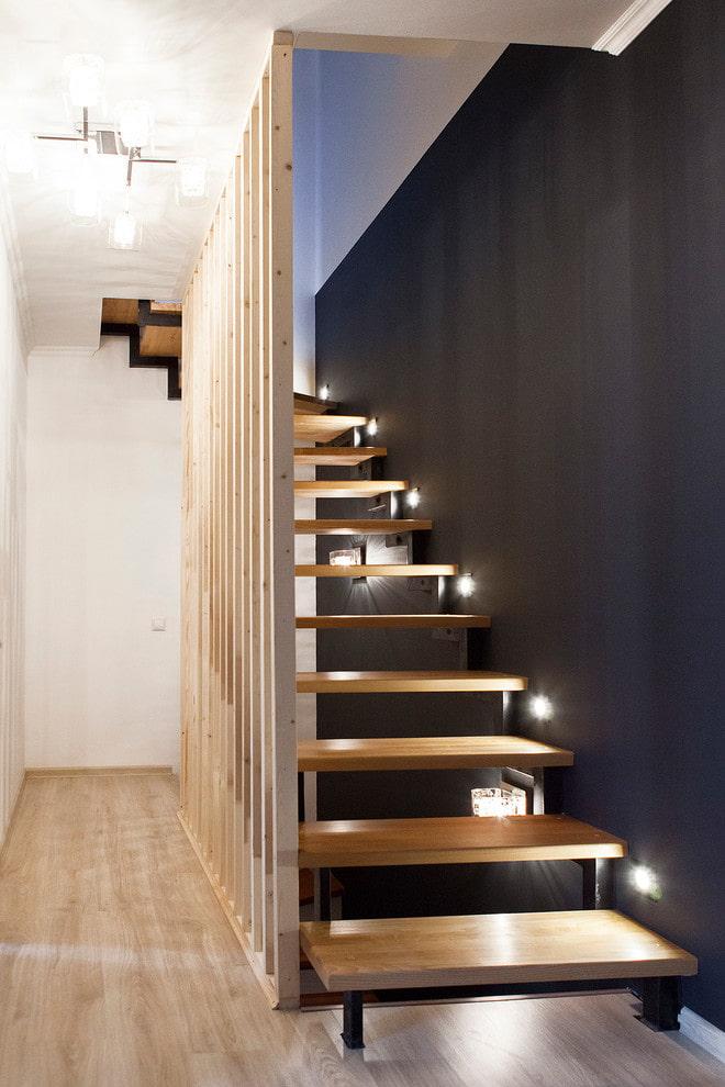 лестница с точечной подсветкой в доме