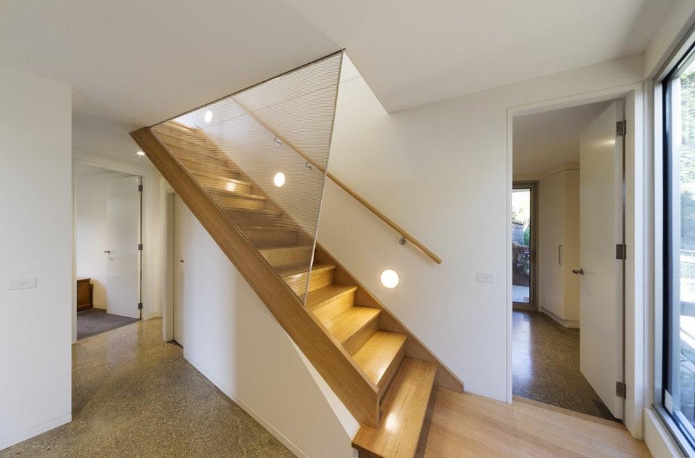 освещение лестницы на второй этаж фото железнодорожный
