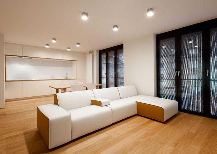 споты в дизайне кухни-гостиной