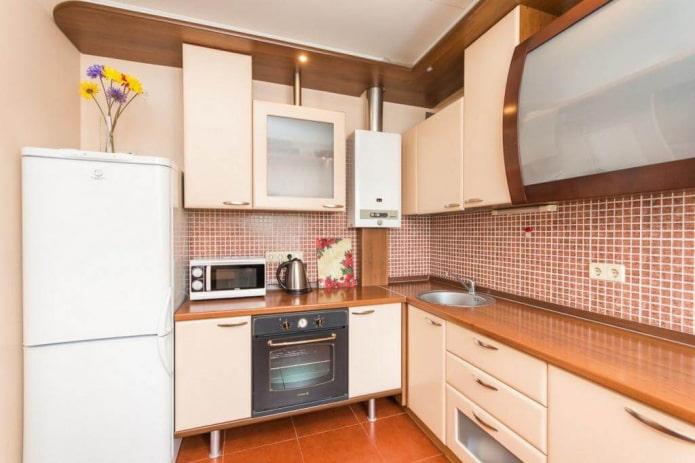 кухня площадью 6 квадратов с газовой колонкой