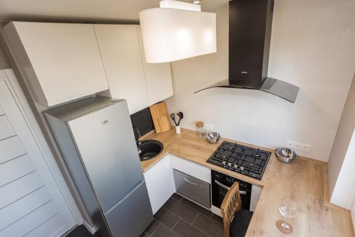 кухня площадью 6 квадратов с холодильником
