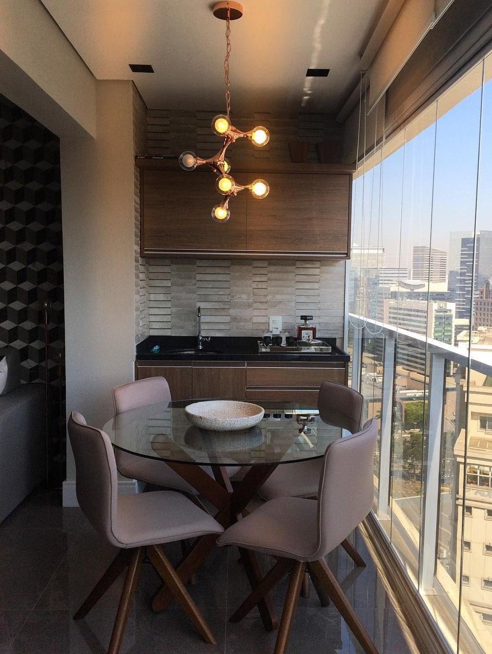 кухня на балконе в квартире студии фото выглядят композиционно, располагают