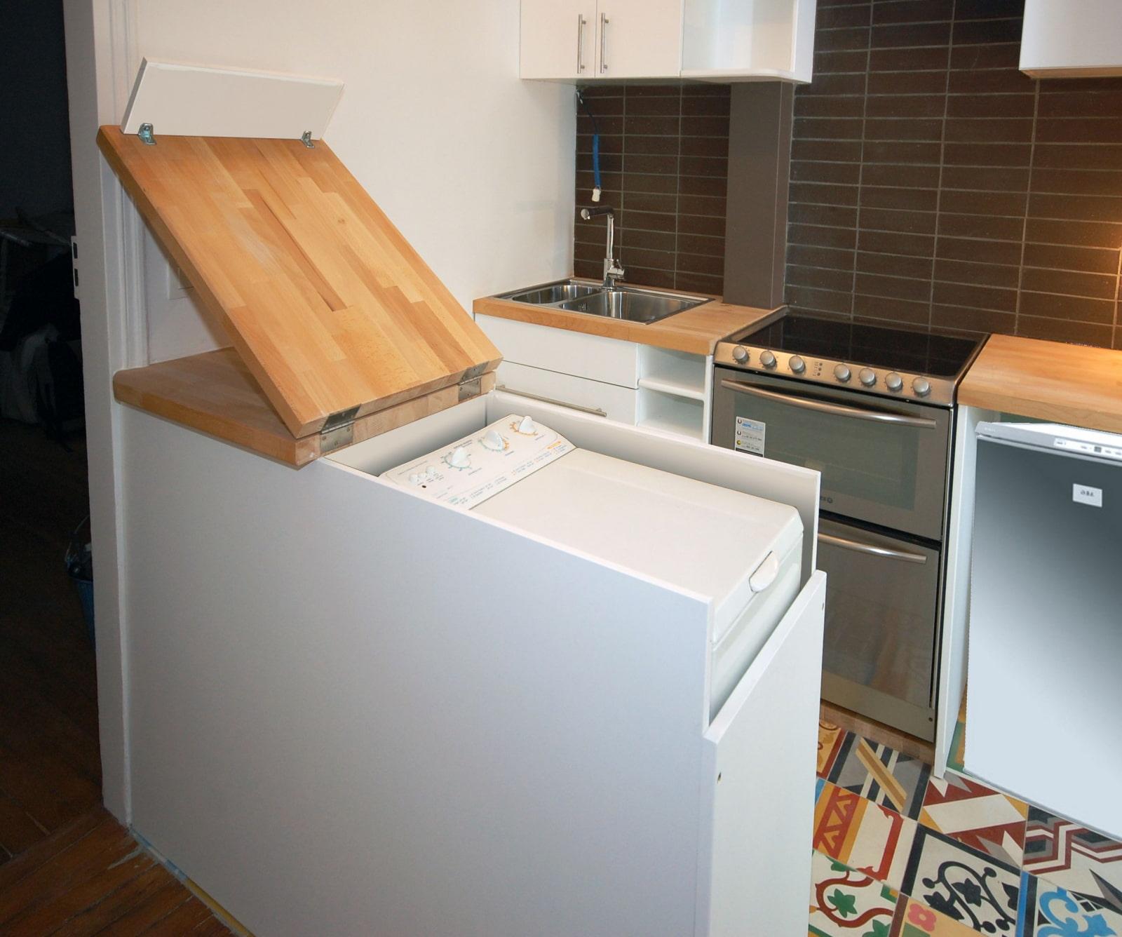 машинка с верхней загрузкой на кухне
