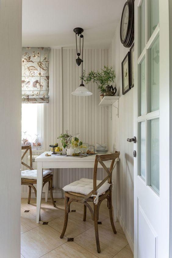 кухня с дверью