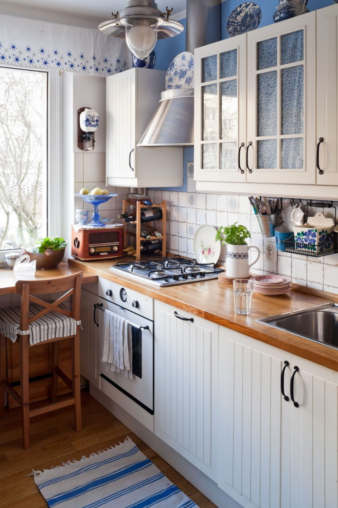 синие акценты на кухне