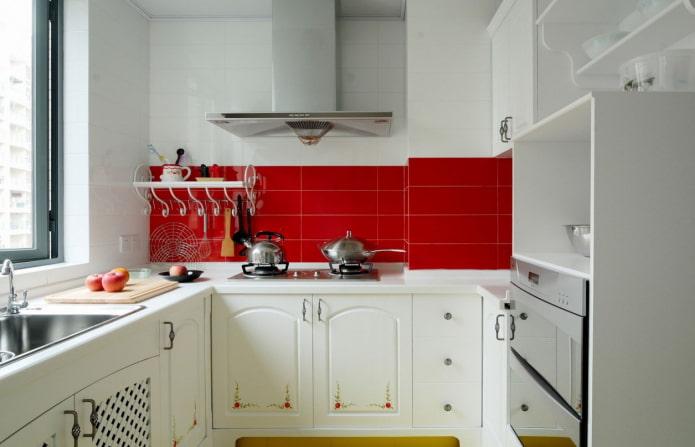 красный кухонный фартук