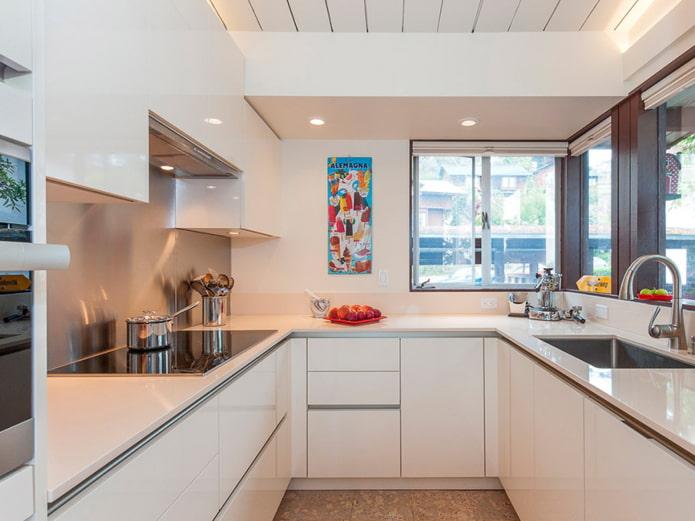 кухня с угловым окном