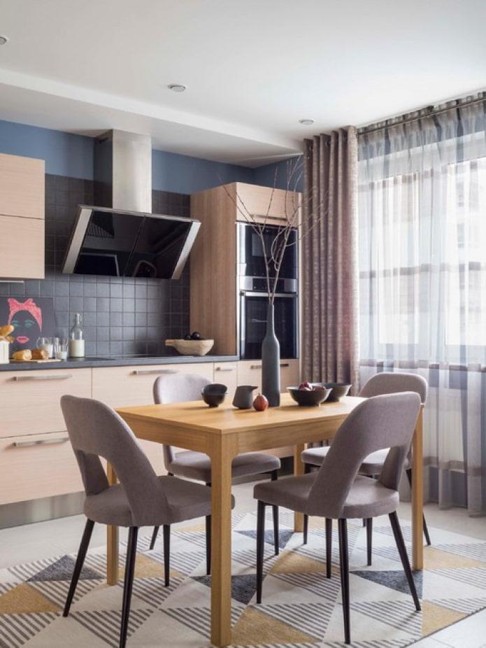 кухня с пеналами