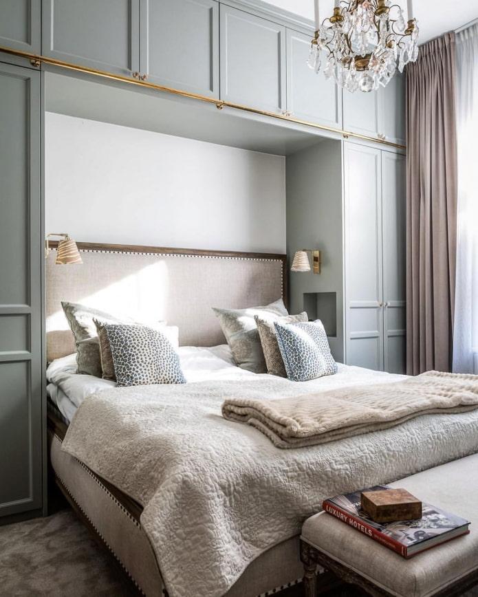 шкафы вокруг кровати