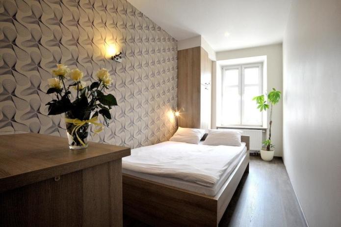 пример расстановки мебели в прямоугольной спальне