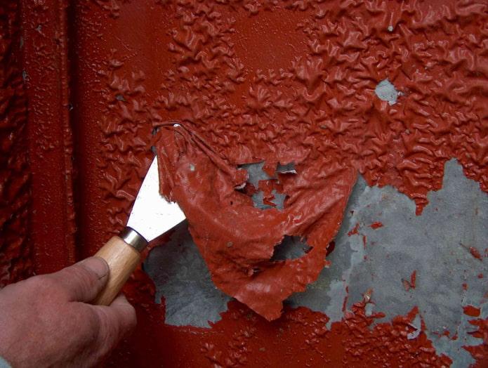 Как быстро и качественно снять старую краску со стен?