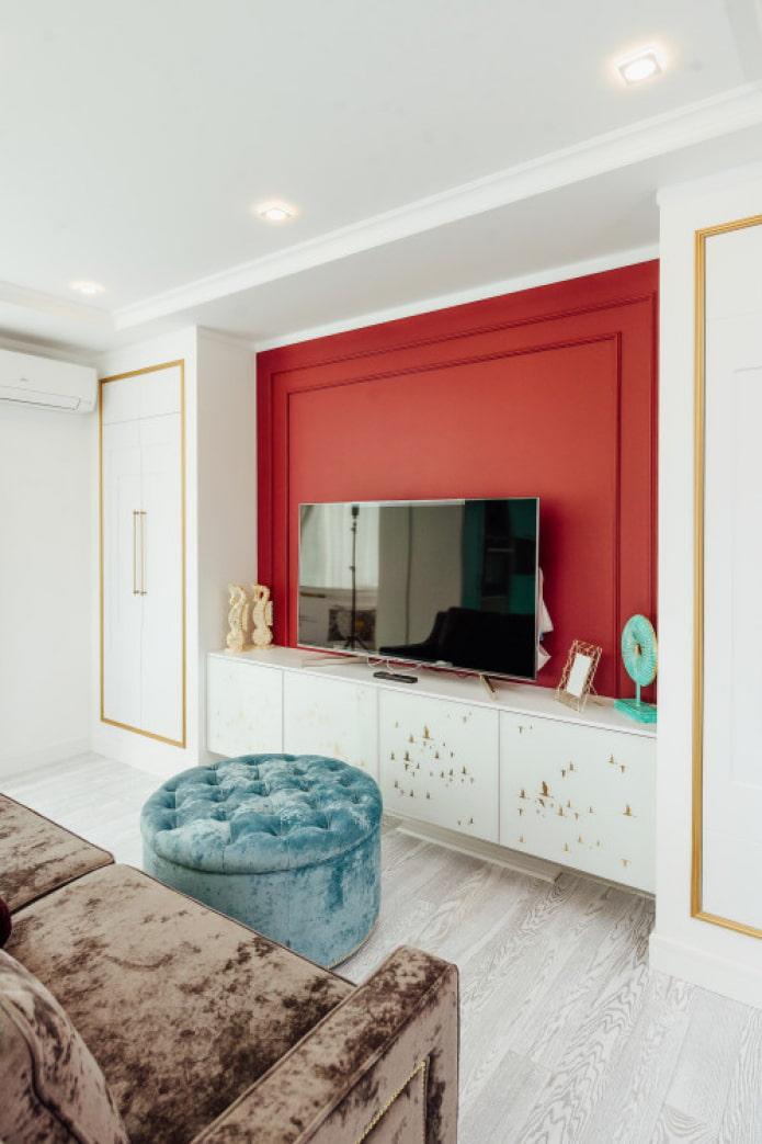 яркая стена за телевизором