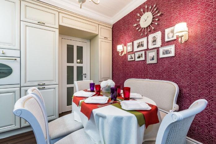 красные стены в кухне