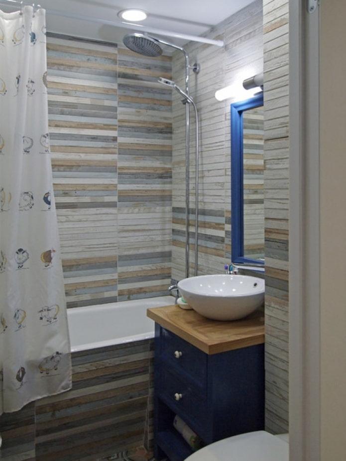 синяя мебель в ванной