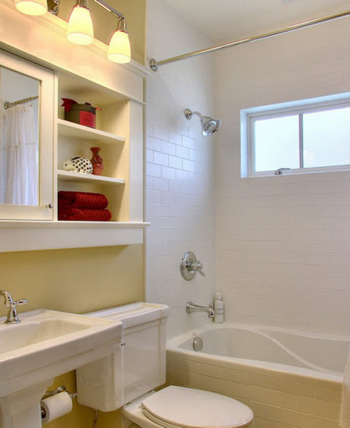 ванна с окном в кухню