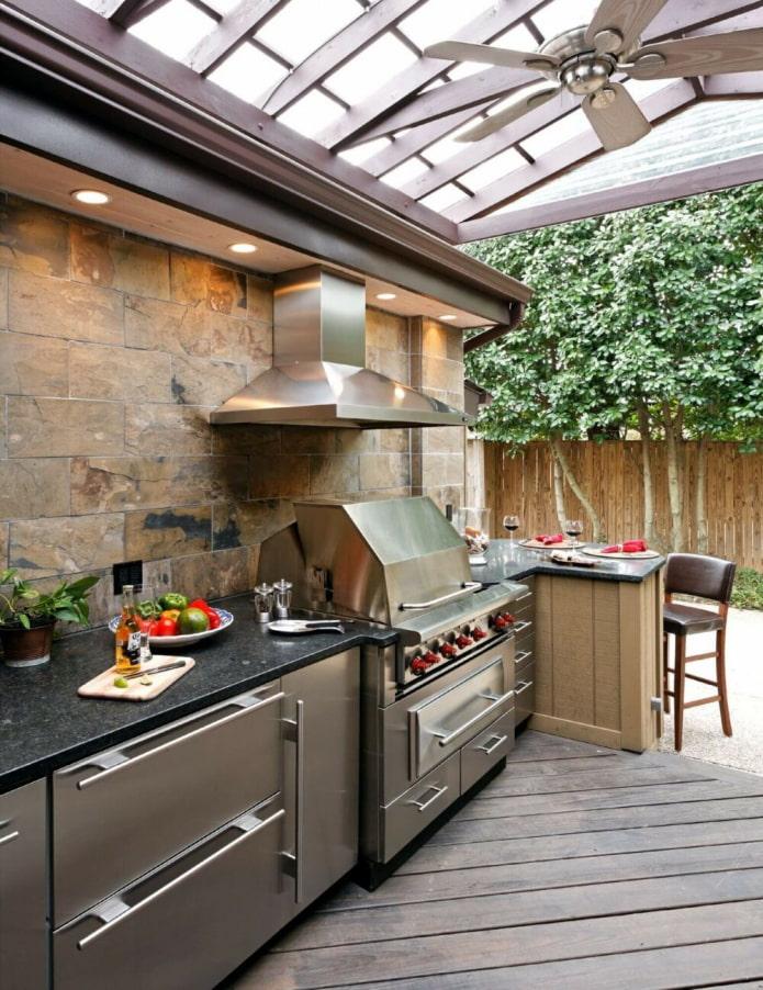 летняя кухня с грилем