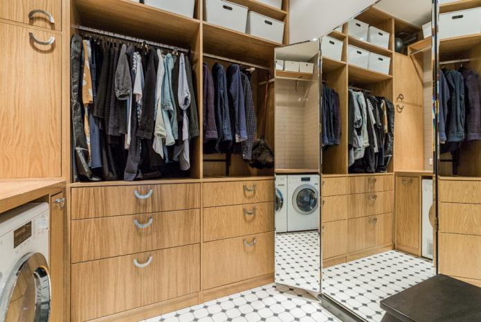 Что лучше: шкаф-купе или гардеробная?