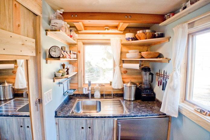 кухня с низкими потолками