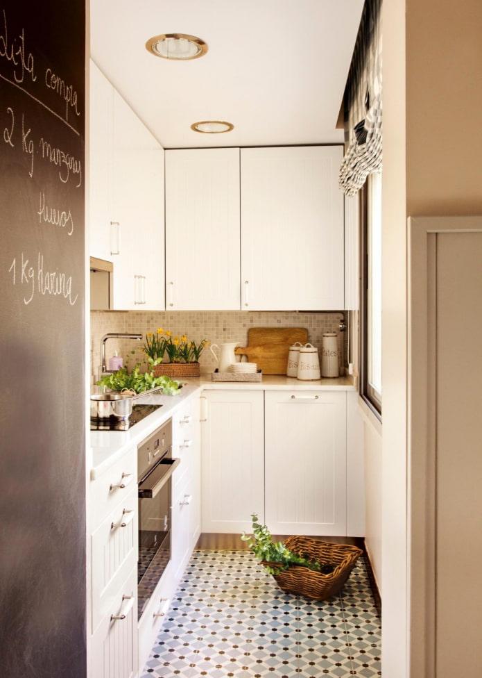 узкая угловая кухня