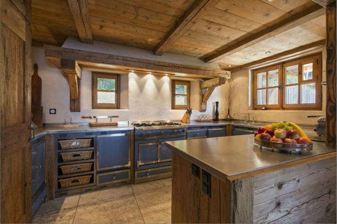 вместительная маленькая кухня