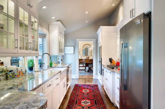 Параллельная кухня в доме