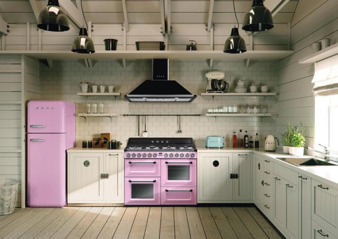 Цветные бытовые приборы на кухне