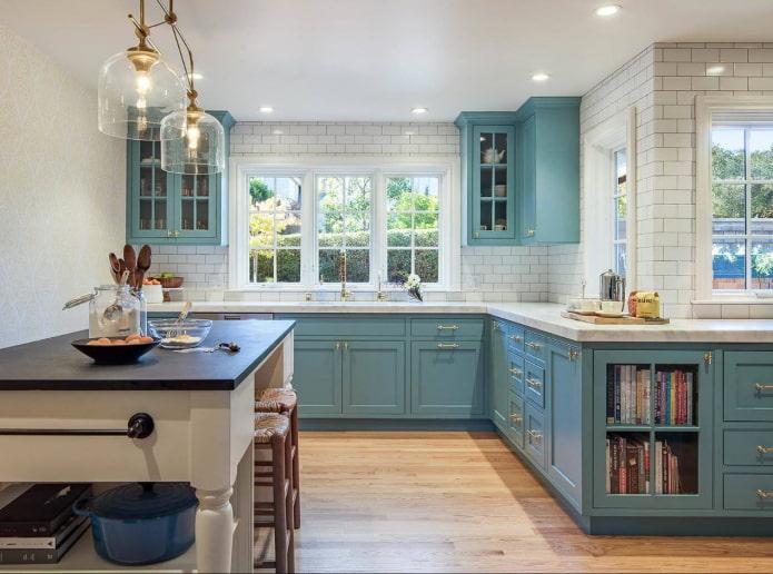 Кухня с фартуком до потолка