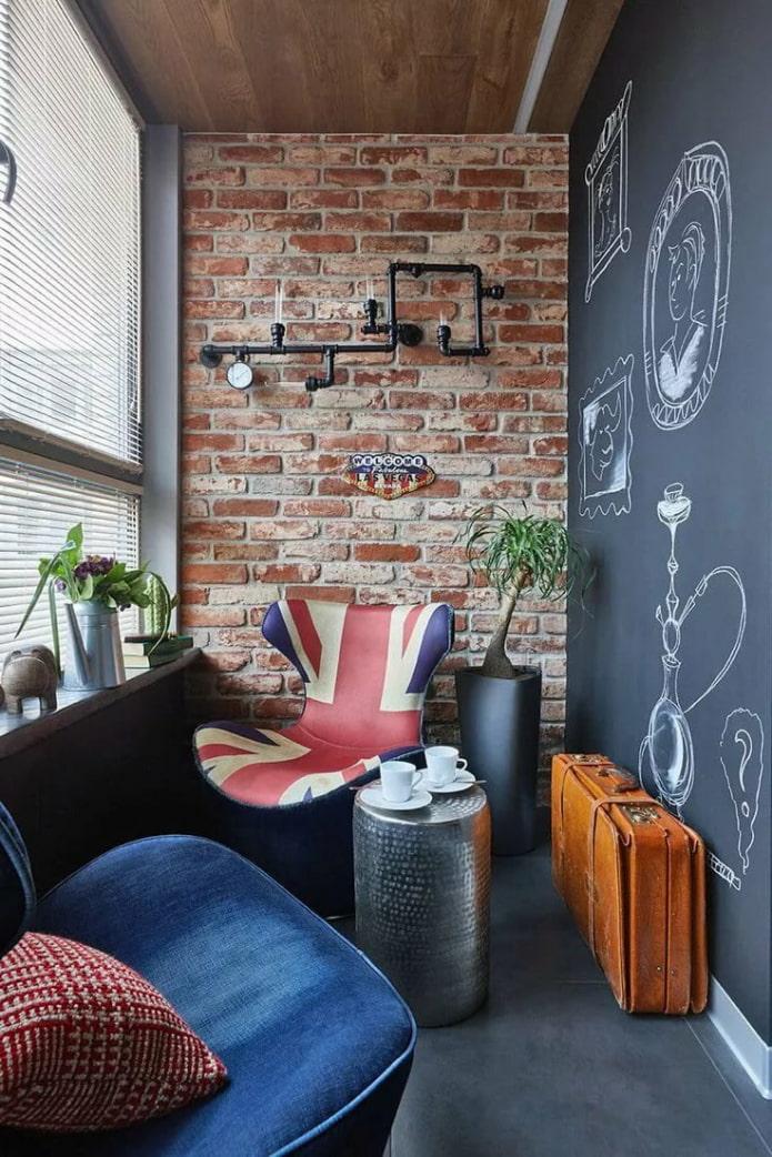 Балкон с грифельной стеной в стиле лофт
