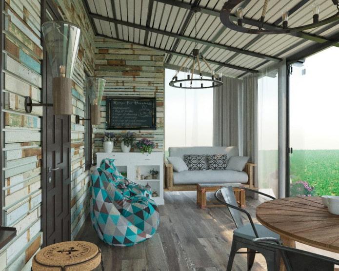 Яркий балкон в стиле лофт
