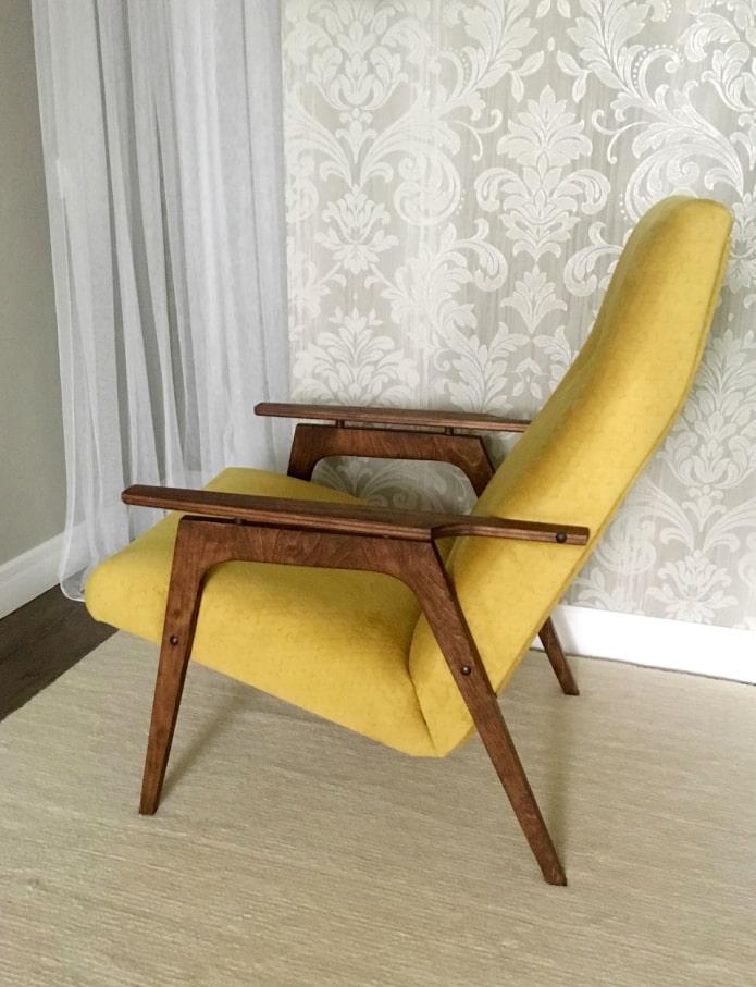 Отреставрированное советское кресло