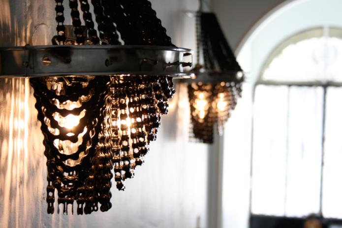 Светильник с цепями в стиле лофт
