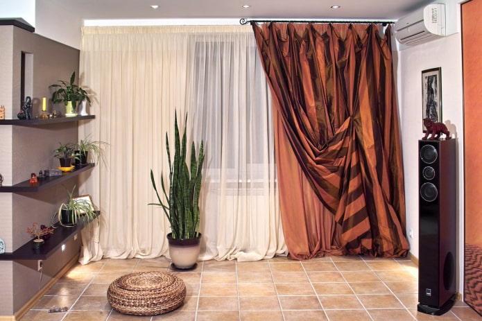 Красивая асимметрия на окнах: оформление шторами на одну сторону