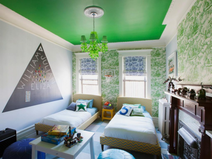 Детская с зеленым потолком