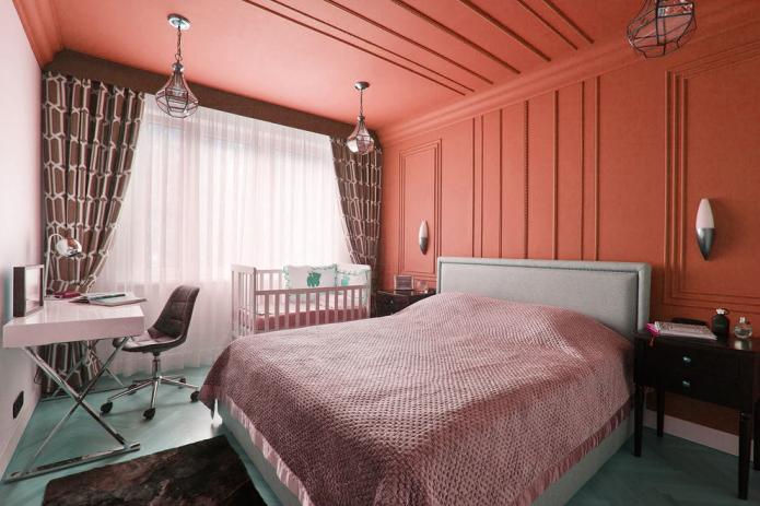 Спальня с персиковым потолком