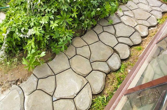 Фигурная дорожка из бетона