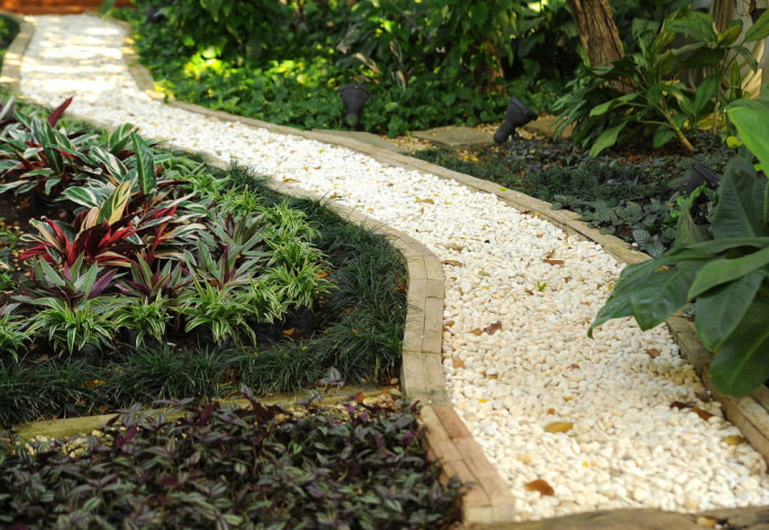 Садовая тропинка из гравия