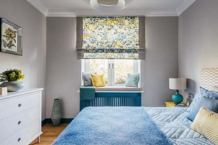 римские шторы в спальной