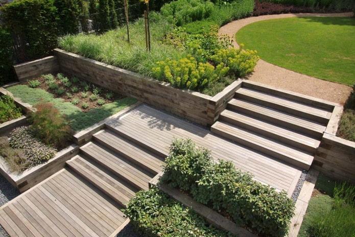 деревянные террасы в саду