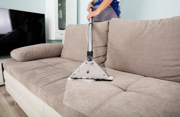профессиональная чистка дивана