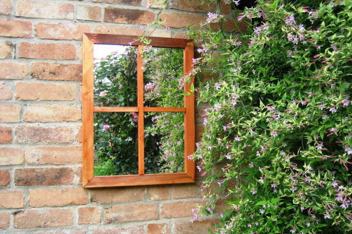 Фальш-окно из зеркала