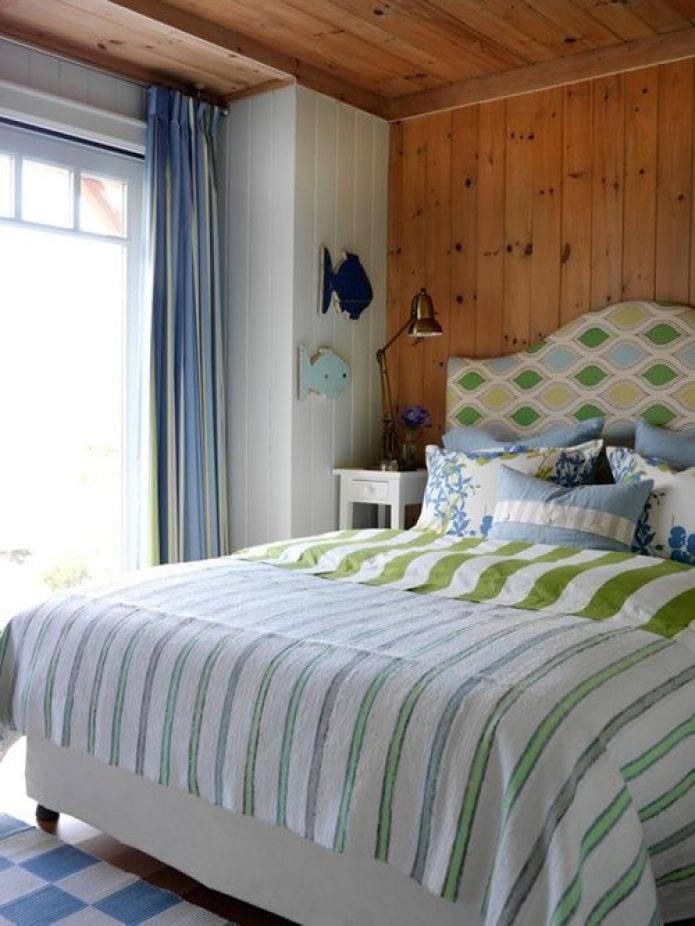 современное оформление кровати на даче