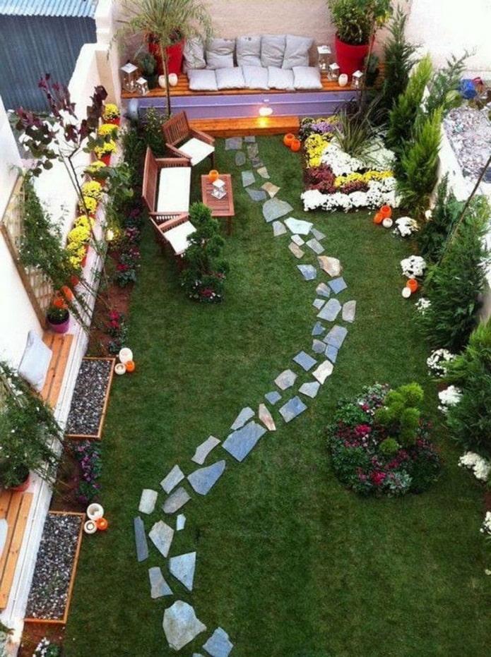 зона отдыха на заднем дворе