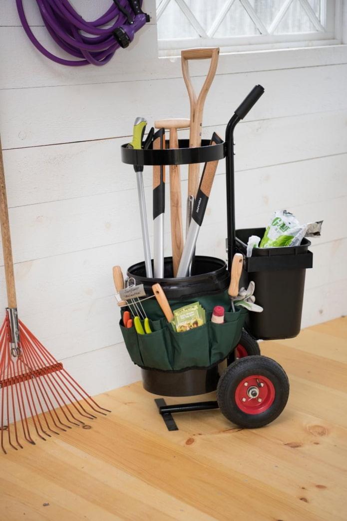 Бочка для садовых инструментов