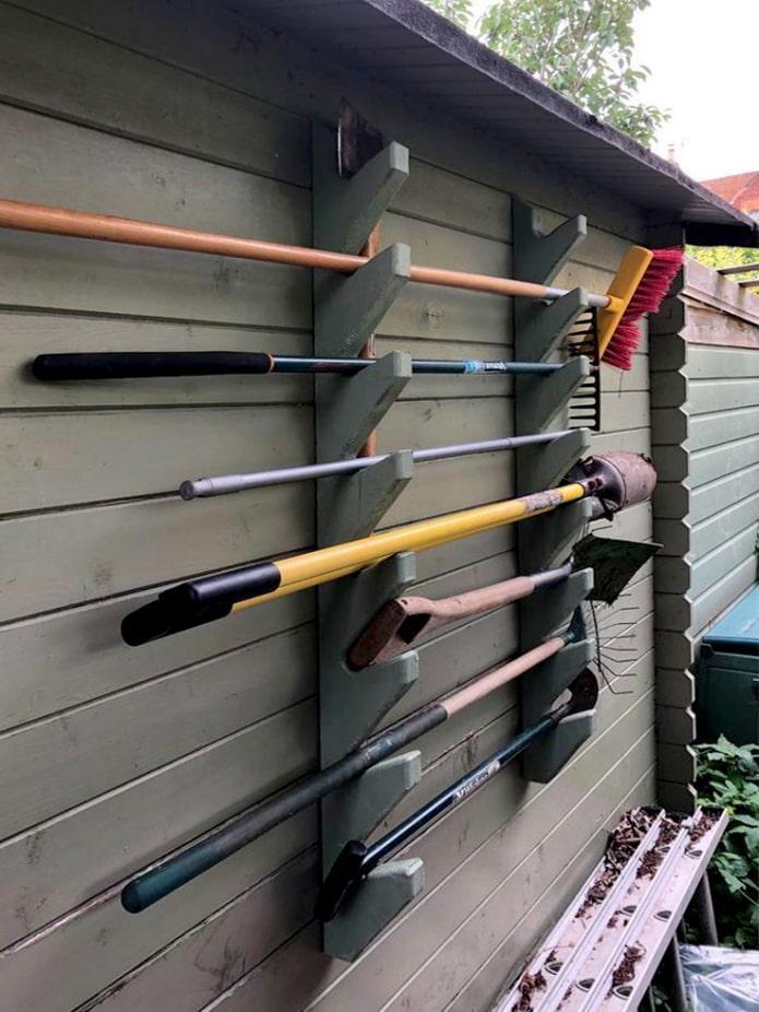 Подвешенный стенд для инструментов